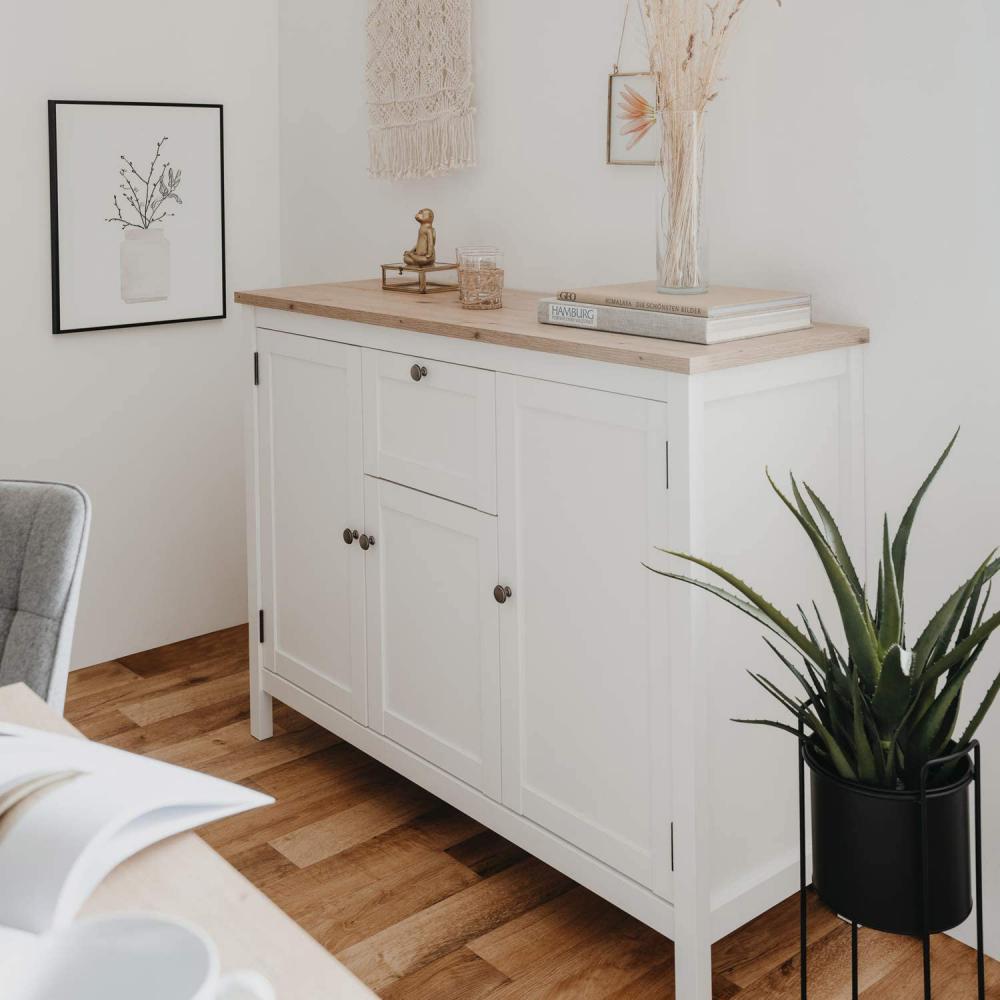 Komoda biała z drewnem - Zdjęcie 1