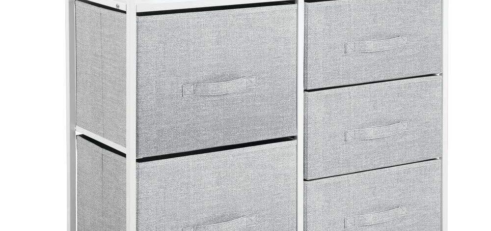Mała komoda z szufladami – sprawdź jak dobrze zagospodarować miejsce w małym mieszkaniu