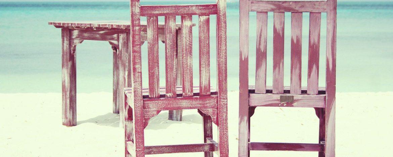 Krzesła drewniane – na co zwrócić uwagę przy wyborze?